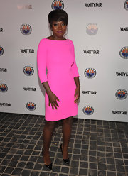 Viola was stunning in shocking pink. She opted for simple accessories, wearing black stilettos.