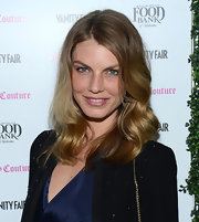 Angela Lindvall opted for a loose wave that let her dirty blonde highlights shimmer in the light.