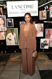 Olivia Munn completed her neutral-toned ensemble with a nude leather purse by Okhtein.