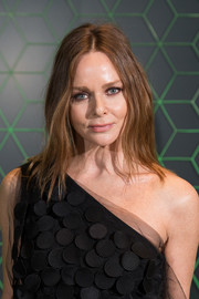 Stella McCartney sported a center-parted layered cut at the Vanity Fair x Bloomberg climate change dinner.