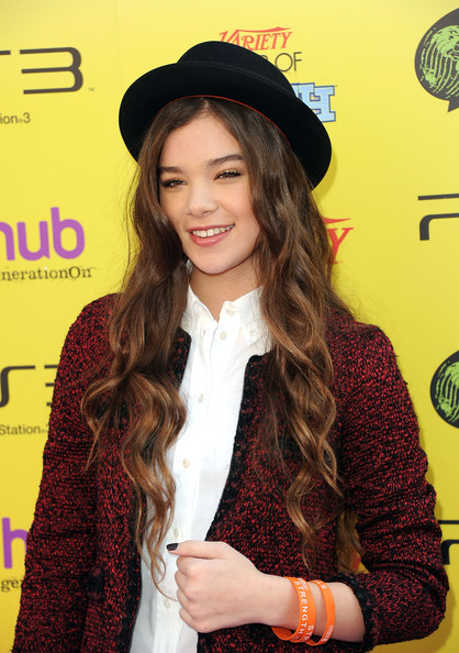 More Pics of Hailee Steinfeld Porkpie Hat (1 of 33) - Hailee Steinfeld Lookbook - StyleBistro [clothing,headgear,hat,long hair,outerwear,premiere,fashion accessory,cap,brown hair,smile,hailee steinfeld,arrivals,the hub,california,hollywood,variety,5th annual power of youth event,power of youth,paramount studios,event]