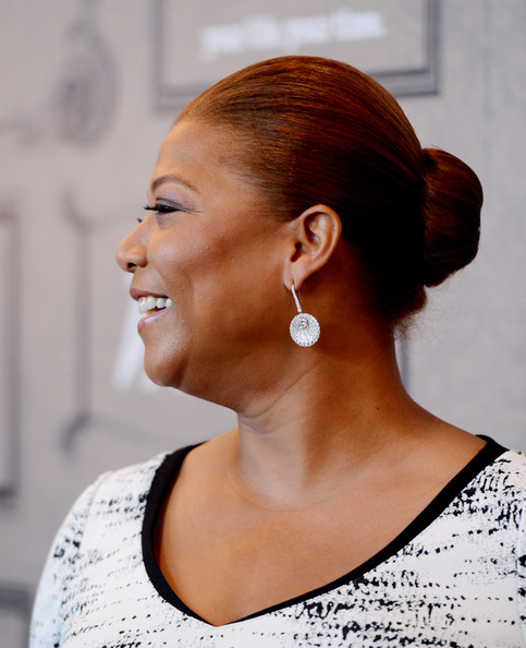 Queen Latifah's Martin Katz diamond earrings were just the sparkly touch her slicked back hair and sleek dress needed.