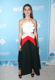 Kiernan Shipka pulled her outfit together with a pair of dark plum platform sandals.