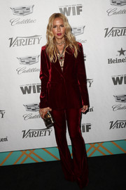 Rachel Zoe sealed off her look with a chic gold clutch.
