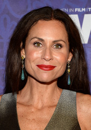 Minnie Driver accessorized with a pair of dangling gemstone earrings for a more glamorous finish.