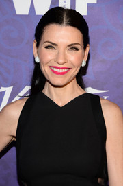Julianna Margulies perked up her beauty look with a vibrant pink lip color.