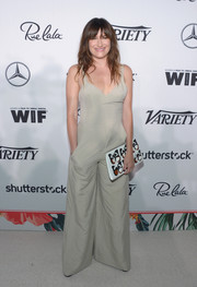 Kathryn Hahn jazzed up her plain outfit with a butterfly-print clutch.