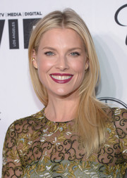 Ali Larter kept it relaxed with this loose straight 'do when she attended the Variety and Women in Film pre-Emmy celebration.