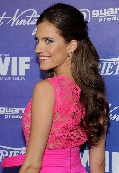 Allison Williams' Half-Up Half-Down Curls