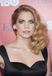 Anna Chlumsky was ultra-glamorous at the 'Veep' screening in NYC wearing her hair in softly side-swept waves.
