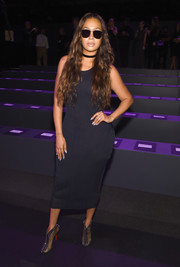 La La Anthony flaunted her curves in a form-fitting LBD at the Vera Wang fashion show.