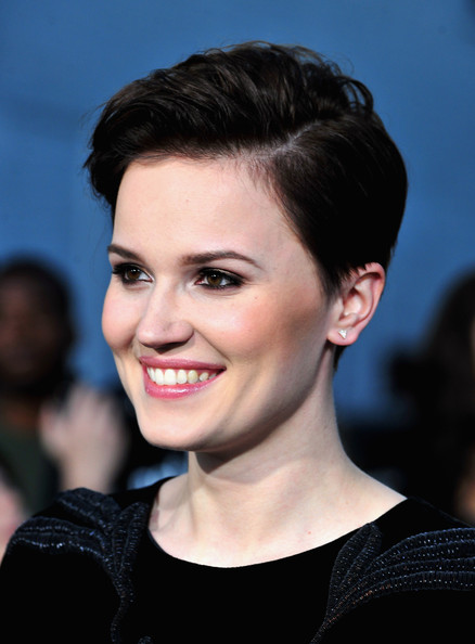 Veronica Roth Short Side Part