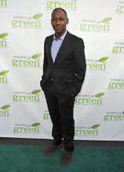 Lamorne Morris looked leek and dapper in a classic black suit.