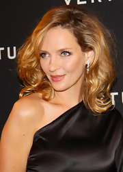 Uma Thurman brightened her look with a warm pink lipstick. To try her smile style at home, we recommend Bobbi Brown Creamy Lip Color in a shade like Coral Pink. For even more shine, dab a bit of pearly pink gloss on the middle of the bottom lip.
