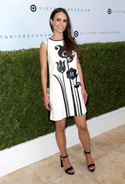 Jordana Brewster chose a pair of black ankle-strap platform sandals to complete her look.