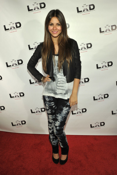 Victoria Justice Skinny Jeans [clothing,fashion,leggings,tights,footwear,joint,long hair,fashion model,style,brown hair,victoria justice,roosevelt hotel,hollywood,california,lxd,party]