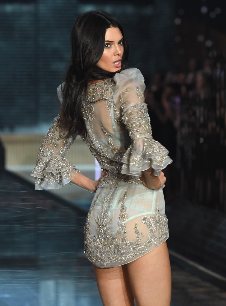 Kendall Jenner The Best Victoria 39 S Secret Show Outfits Of 2015 Stylebistro