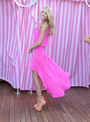 Lindsay Ellingson stepped out in pretty peach pumps featuring cutouts and pink patent detailing.
