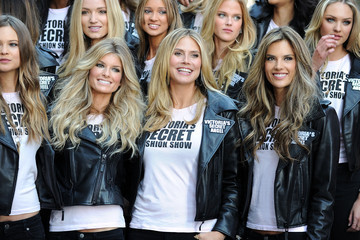 Alessandra Ambrosio Marisa Miller Victoria's Secret Supermodels Take Over Times Square