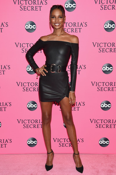 Jasmine Tookes showed off her slim physique in a body-con off-the-shoulder LBD at the Victoria's Secret viewing party.