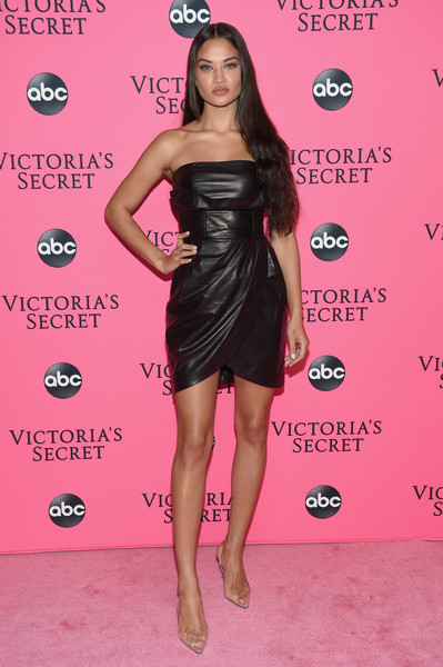 Shanina Shaik worked a draped strapless leather dress by Versace at the Victoria's Secret viewing party.