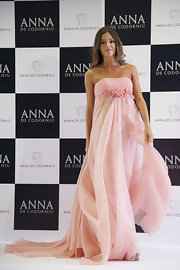 Malena Costa modeled a lovely drape chiffon strapless gown at Victorio & Lucchino for Anna De Codorniu presentation.