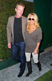 Pamela Anderson arrived at the video premiere of 'My Valentine' wearing a pair of black leather heeled boots.
