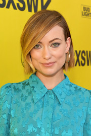 Olivia Wilde wore a neat straight style with a deep side part at the 2018 SXSW premiere of 'A Vigilante.'