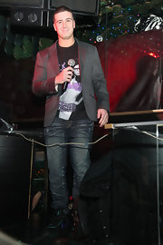 Vinny wears a slate gray blazer over a graphic tee and jeans.