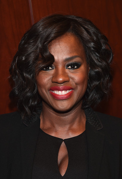 Viola Davis Curled Out Bob [how to get away with murder,hair,face,hairstyle,eyebrow,chin,head,lip,forehead,black hair,smile,viola davis,envelope screening,arclight sherman oaks,california,la times,envelope screening]