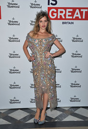 Georgia May looked like true royalty in this bejeweled off-the-shoulder number at the Vivienne Westwood show.