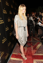 Mischa Barton added a ladylike touch to her look with a black patent leather purse with a gold chain strap.