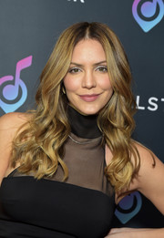 Katharine McPhee looked gorgeous with her long wavy hairstyle at the Vocal Star music seminar.