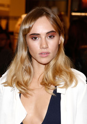 Suki Waterhouse wore her hair down with gentle waves and side-swept bangs during Fashion's Night Out.