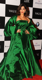 Sonam Kapoor stood out so glamorously in a strapless emerald gown with a matching coat at the Vogue Women of the Year Awards in Mumbai.