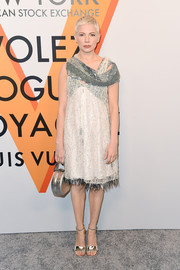 Michelle Williams complemented her dress with a metallic silver purse.