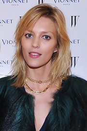 Anja Rubik wore her hair in rugged layers when she attended the Thayaht Exhibition.