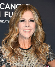Rita Wilson worked a glamorous wavy hairstyle during WCRF's An Unforgettable Evening.