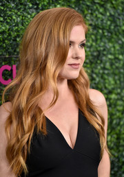 Isla Fisher sported a sweet wavy hairstyle when she attended WCRF's 'An Unforgettable Evening' event.