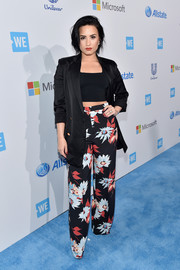 Demi Lovato pulled her outfit together with an oversized black jacket.