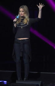 Laura Whitmore kept it comfy on stage in a black sweatshirt and jeans during the WE Day celebration.