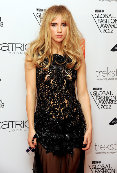 More Pics of Suki Waterhouse Long Wavy Cut with Bangs (1 of 6) - Long Wavy Cut with Bangs Lookbook - StyleBistro