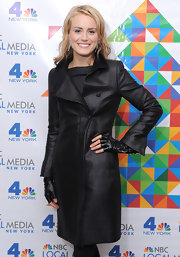 Check out these fingerless gloves on actress Taylor Schilling.