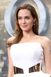 Angelina kept her look soft and pretty with a loose wavy hair 'do.