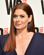 Debra Messing complemented her blue dress with gorgeous chandelier earrings.
