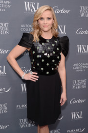 Reese Witherspoon attended the WSJ. Magazine 2017 Innovator Awards wearing a huge diamond ring.