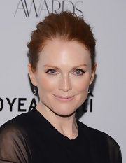 Julianne Moore's small dangling diamond earrings were the delicate finish her outfit needed.