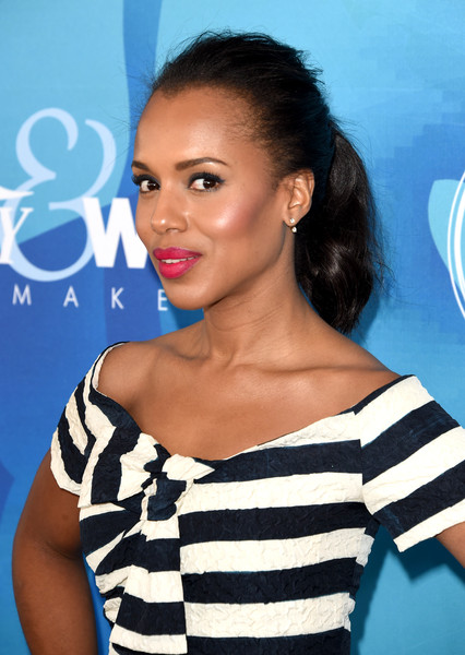 Kerry Washington swiped on some magenta lipstick for a pop of color to her monochrome outfit.