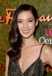 Tao Okamoto looked ultra glam at the Wallis Annenberg Center Inaugural Gala with her wavy side sweep and sparkly dress.