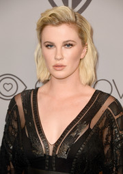 Ireland Baldwin sported a short, subtly wavy 'do at the Warner Bros. and InStyle Golden Globes after-party.